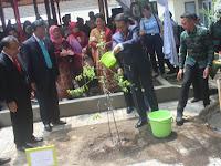 Jokowi  Ajak  Rimbawan UGM  Atasi Belum Optimalnya Pengelolaan Hutan