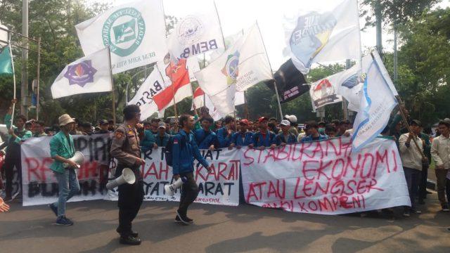 Demo Jokowi, Mahasiswa: Stabilkan Ekonomi atau Lengser