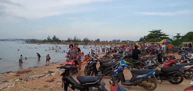 Tempat Wisata Lokal di Pantai Tanjung Buntung Ramai Dikunjungi