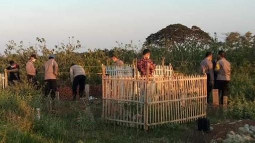 Hendak Ziarah ke Kuburan Nenek, Keluarga Terkejut Makam Sudah Terbongkar