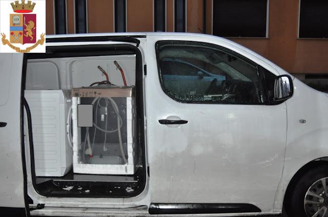 Volevano rubare elettrodomestici in un negozio di San Severo. La Polizia sventa e recupera la refurtiva