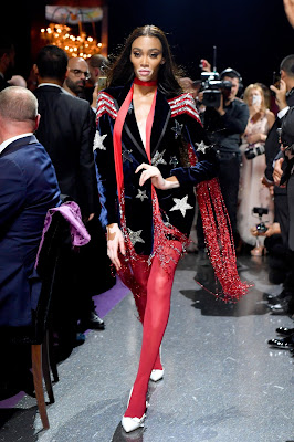 Gala amfAR, Tommy hilfiger, Winnie Harlow, Leonie Hanne, Lala Rudge, Victoria's Secret, Cannes, Brandon Thomas Lee, vestidos de fiesta largos, esmoquin, smoking, terciopelo,