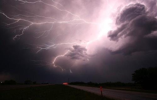 Tempestade de raios. #PraCegoVer