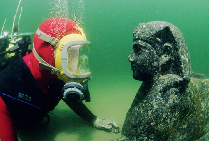 Archaeologist calls for first underwater museum in Egypt
