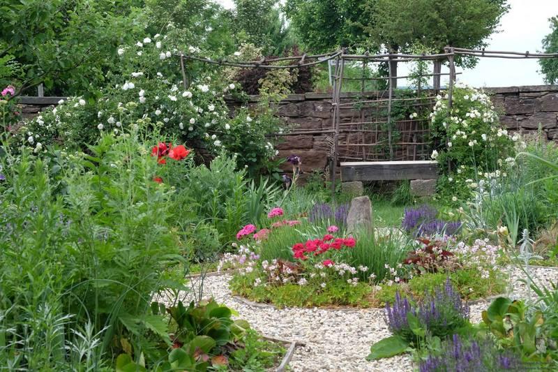 Jardin campestre en Baja Franconia, Baviera, Alemania, con clima casi mediterráneo