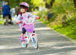 Mengajarkan Anak Mengendarai Sepeda