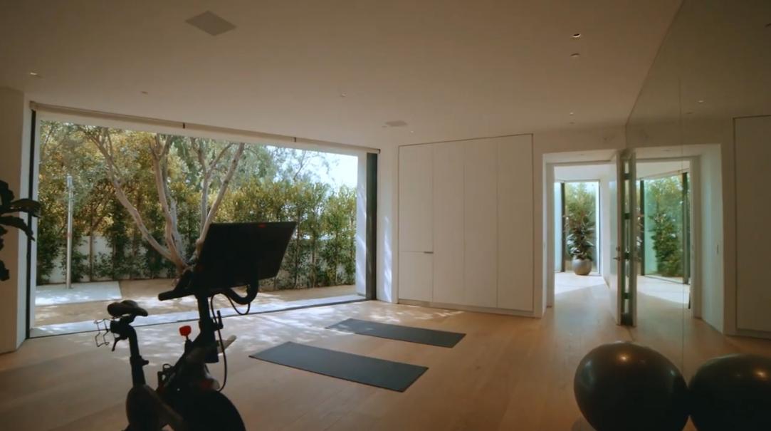 49 Interior Design Photos vs. Touring 1471 Forest Knoll Dr, Los Angeles, CA