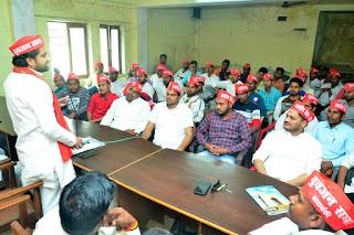 बाराबंकी : सपा कार्यालय में हुई समाजवादी युवजन सभा की मासिक बैठक
