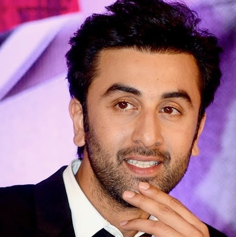 Ranbir Kapoor Height, Weight, Age, Girlfriends, Biography, Movies List, Controversies and More!!