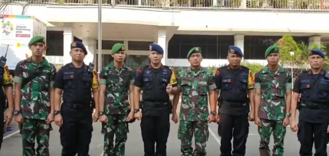 Personil Batalyon C Pelopor bersama TNI, BKO Polda Metro Jaya Ucapkan Selamat Ultah Kepada  Bupati Bone