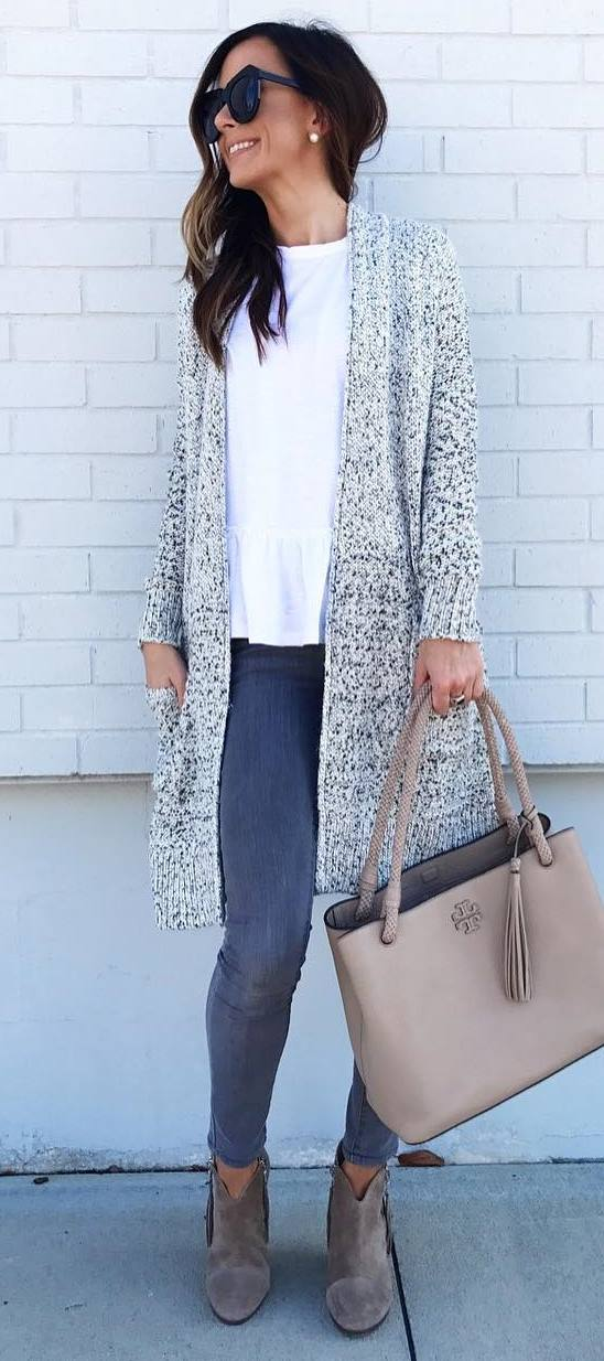 winter outfit inspiration / knit cardigan + nude bag + white top + skinny jeans + boots