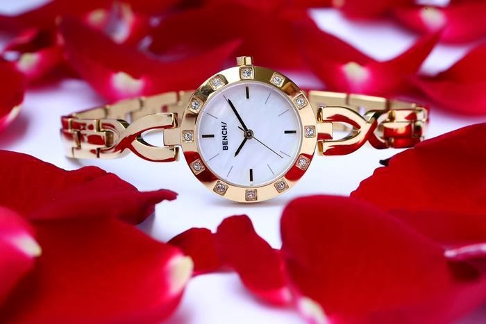 d34be9abe54491 Time is precious as gold, especially when it is spent with your special  someone. And what better way to express your love this Valentine's Day than  giving ...