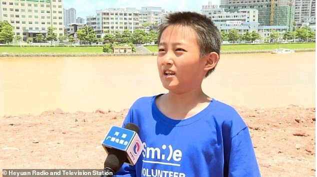 Niño de 10 años descubre nido de fósiles de huevo de dinosaurio en China