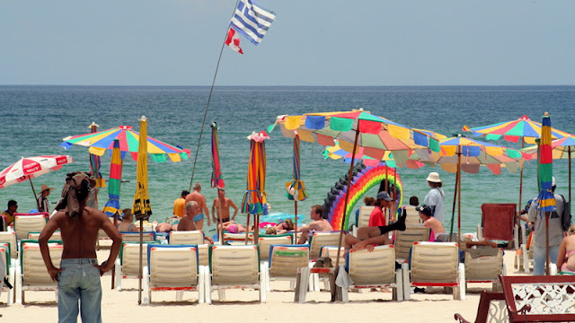ThaiGov sneaks French tourists in to test 'Phuket model'
