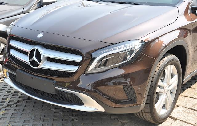 Mercedes GLA 200 di chuyển dễ dàng trên đường phố đông đúc