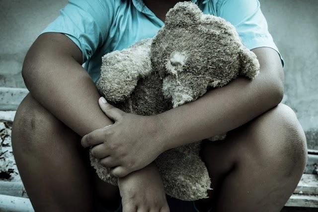 Homem abusa sexualmente de menino e dá R$ 100 para manter segredo