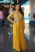 mehreen kaur latest glam pics-thumbnail-20