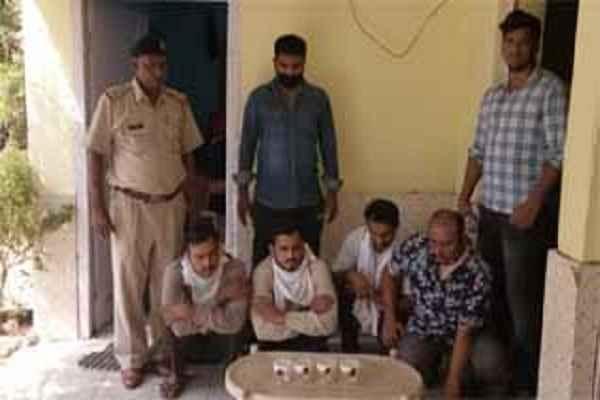 faridabad-crime-branch-badarpur-border-arrested-fake-policemen