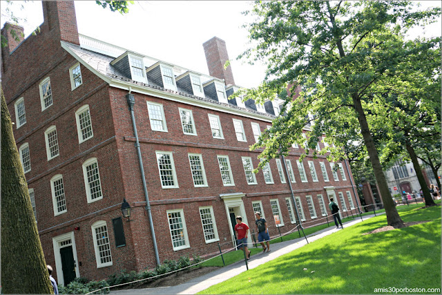 Massachusetts Hall en el Campus de la Universidad de Harvard