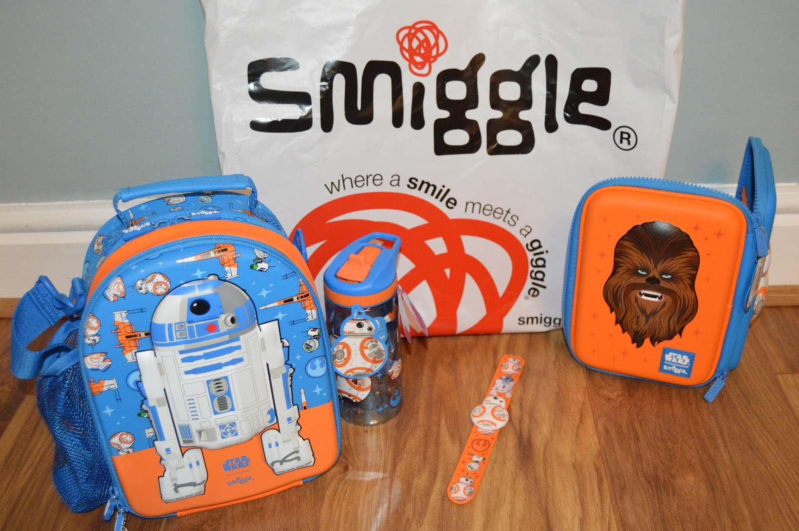 Smiggle Star wars lunchboxes and stationery