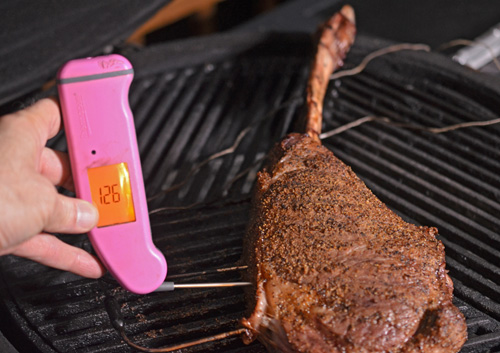 Using the Thermoworks Thermapen to double check the remote probe thememometer.