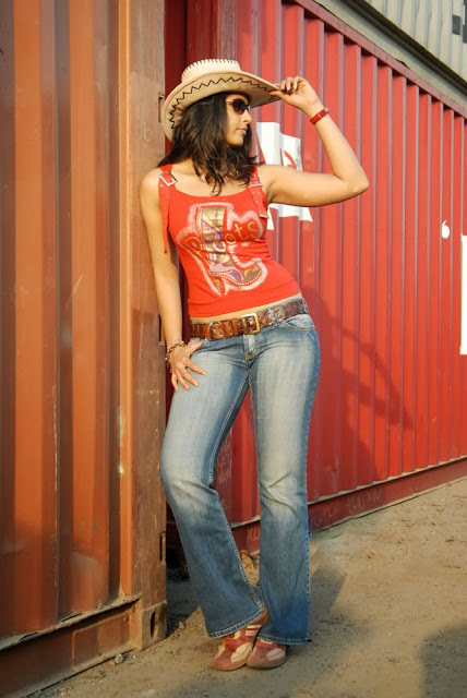 Anushka Shetty in jeans, Anushka Shetty feet