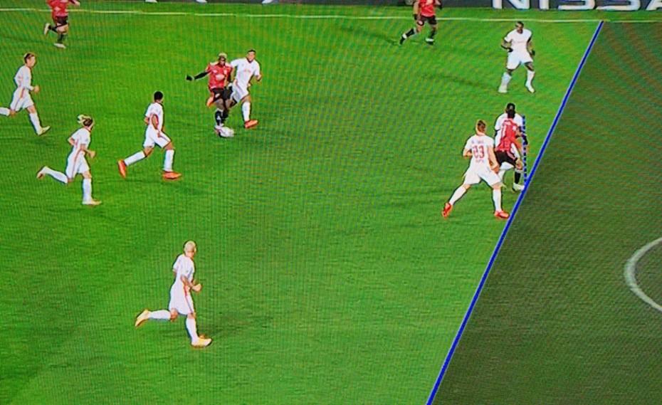 Ναι, αλλά ο Ελ Αραμπί ήταν... οφσάιντ! Δείτε το γκολ στο «Old Trafford»! (photo)