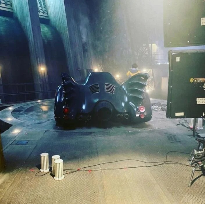 Imágenes de The Flash con Batimovil de Michael Keaton