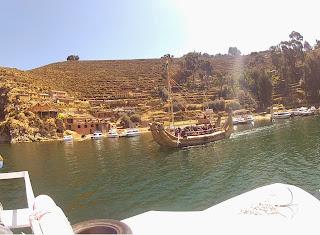 Embarcação antiga na Ilha do Sol.