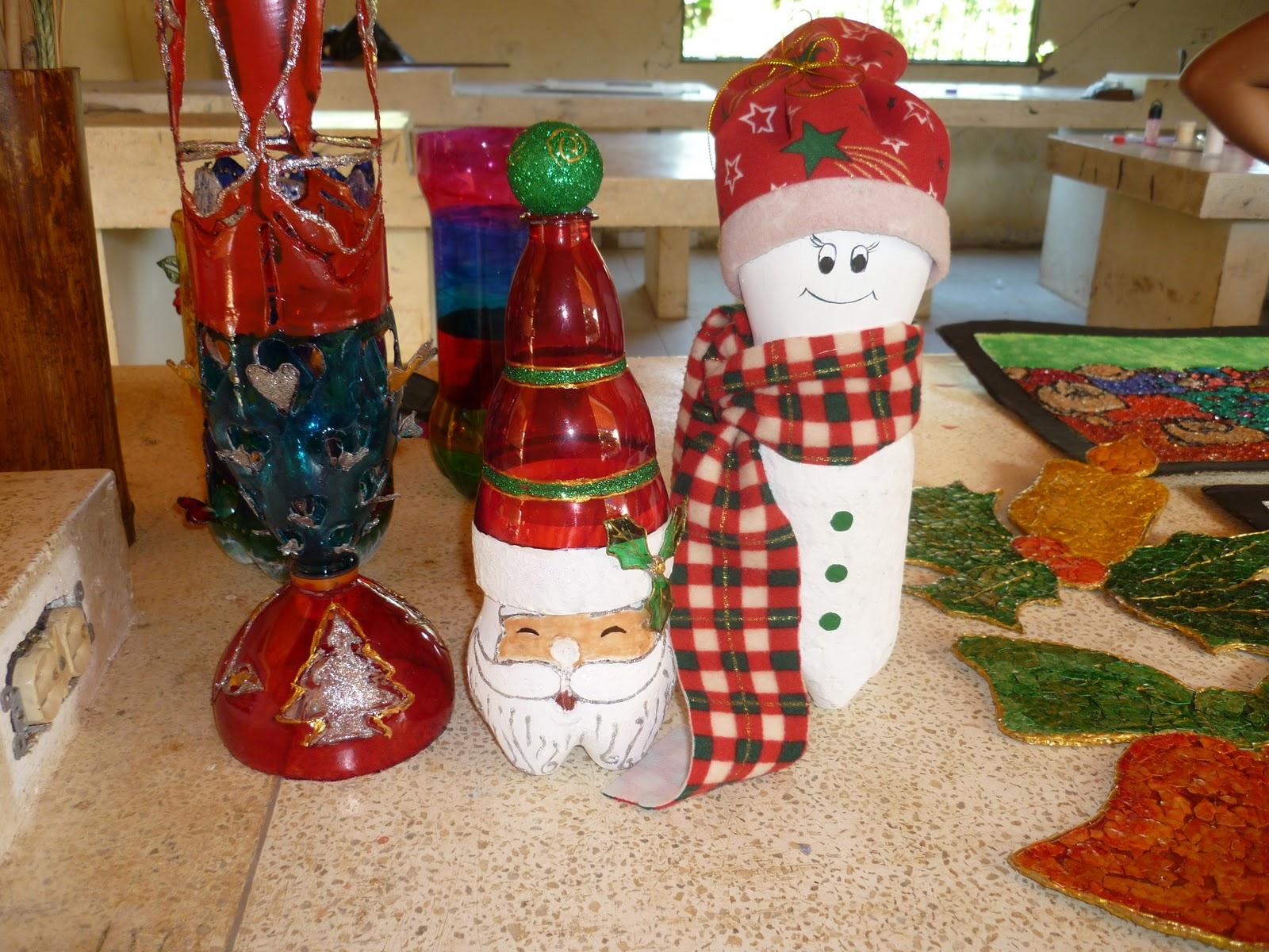Como elaborar adornos navidenos con botellas plasticas for Adornos navidenos hechos con botellas plasticas