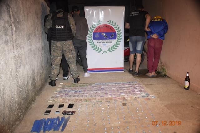 """Golpe al Narcotráfico: La Policía de Misiones desmanteló un """"kiosco"""" narco y detuvo a cuatro personas en el barrio A- 3- 2"""
