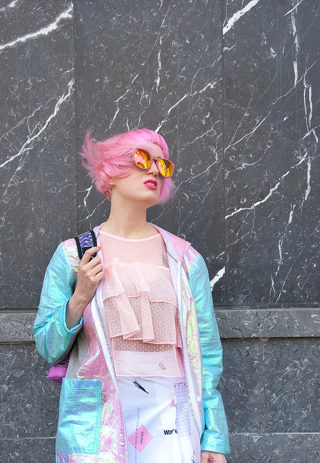 sporty look, casual blogger, iridescent jacket
