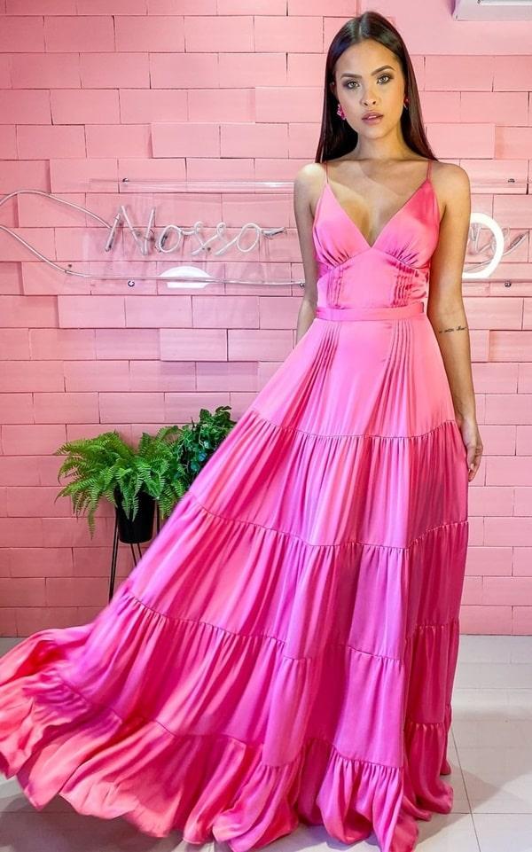 vestido longo rosa para casamento na praia