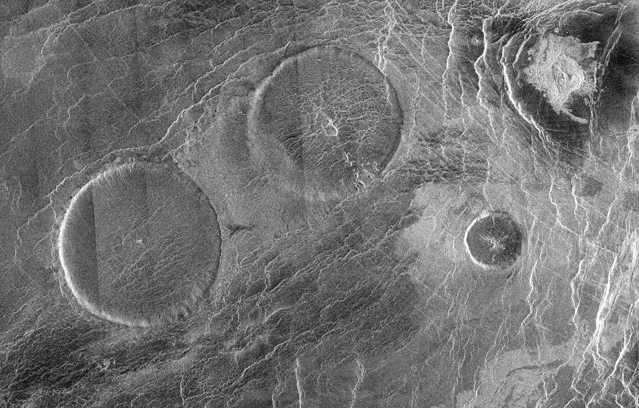 atividade vulcânica encontrados em Vênus