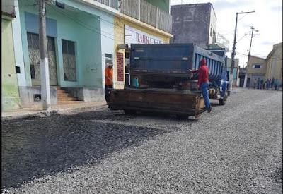Rio do Pires/BA: Prefeitura avança nas obras de pavimentação asfáltica na sede do município