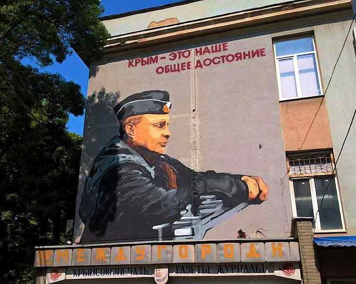 Grafites do comandante supremo na Crimeia ocupada lembram a Havana de Fidel Castro