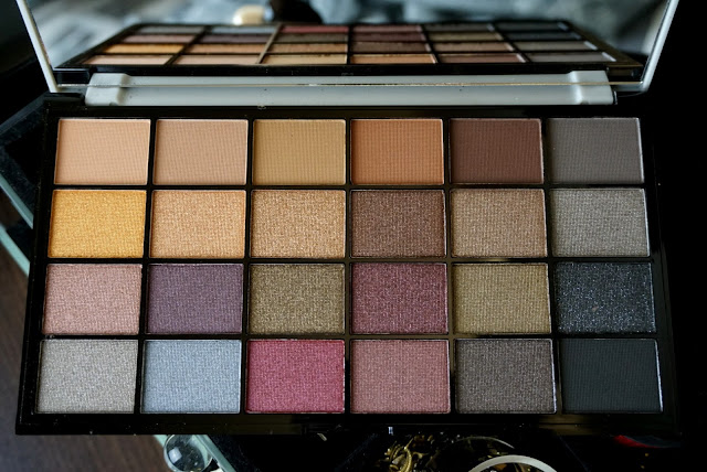 Life on the dancefloor Afterparty palette by makeup revolution close up open
