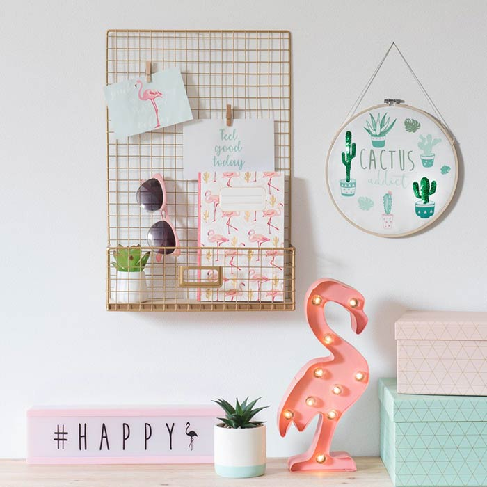 Decoração de quarto com memory board grade e flamingos, flamingos everywere!