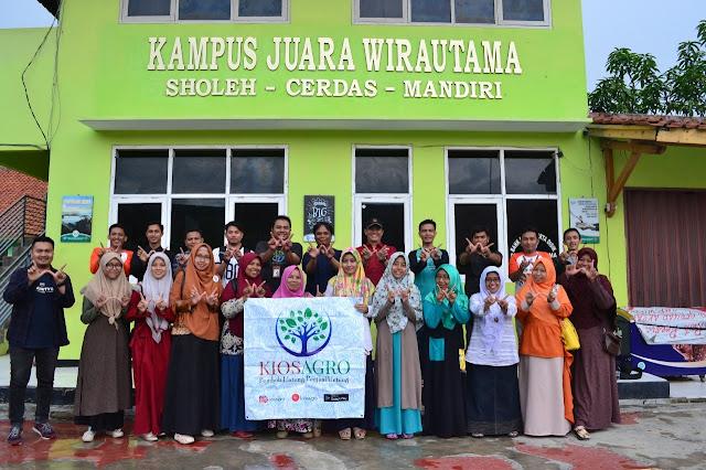 Tim AMD (kiosagro group) foto bersama seusai in house training selama 2 hari di Indramayu