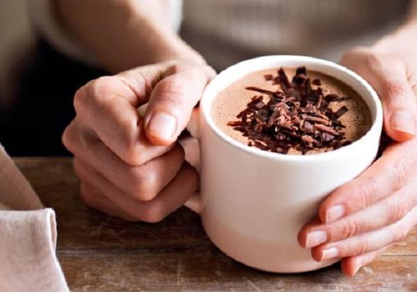 Method of action of cocoa with liquid milk