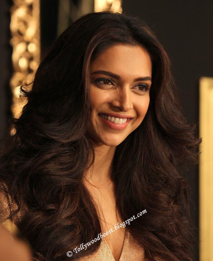 Beautiful Indian Girl Deepika Padukone Long Hair Smiling Face Close Up Photos ❤