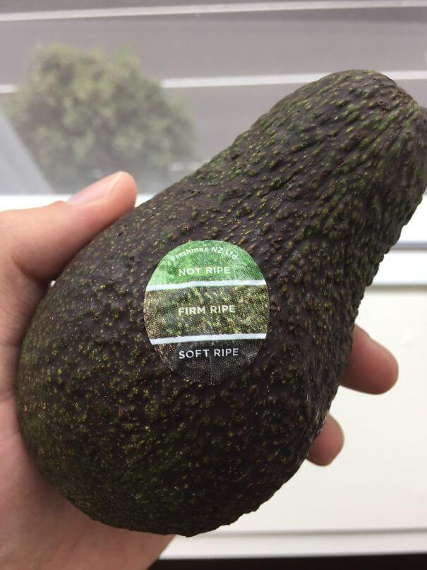 20 Innovative Food Inventions We Had Never Seen Before - This Avocado Has A Color Chart On Its Sticker, So That You Know When It's Ripe
