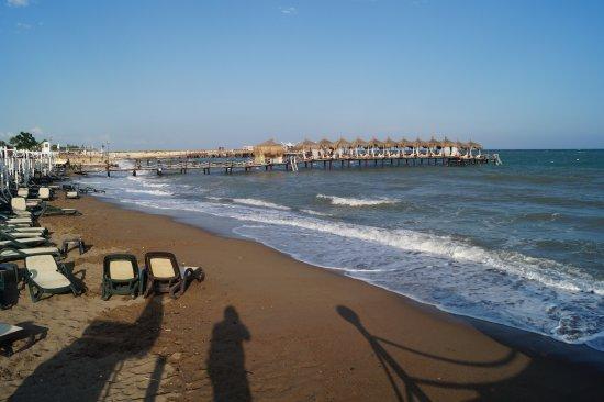 شاطئ لارا