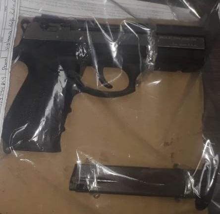 Pistola decomisada por la Policía Nacional