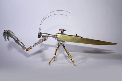 Insecto robot con material reciclado