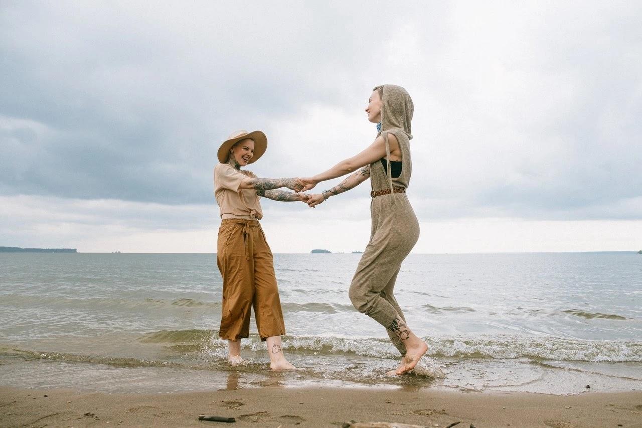 Anak Pantai Extrovert foto Anna Shvets
