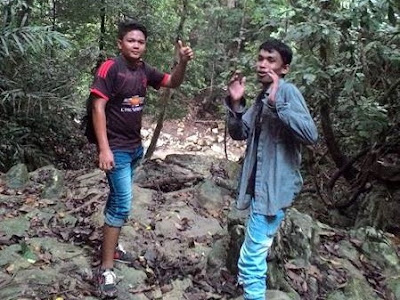 """Endi dan Arief dalam perjalanan ke lingkok kuwieng"""