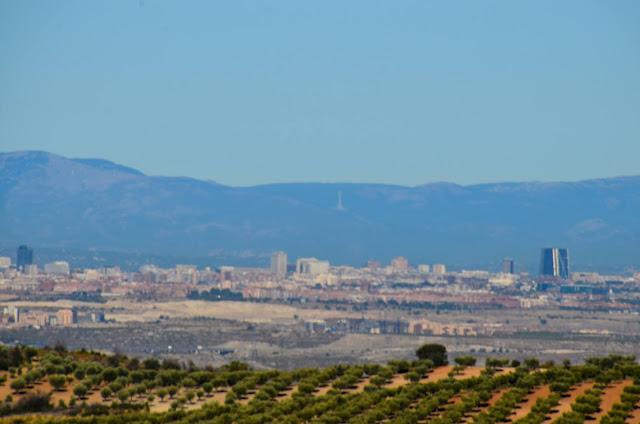 Sierra de Madrid, puerta de Europa y cruz de los caídos