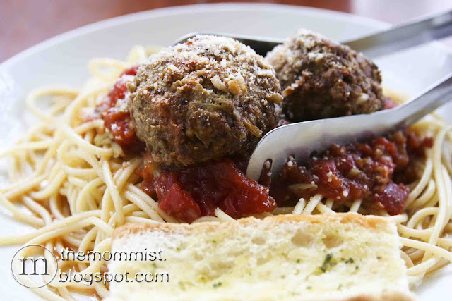 spaghetti with meatballs and garlic bread at Volante