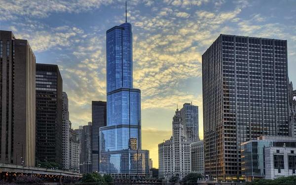 International Hotel e Trump Tower em Chicago
